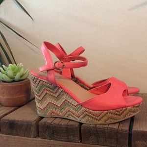 Coral Mudd wedges with chevron pattern wedge